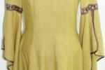 Historisches Kleid mit V-Ausschnitt