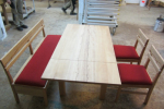 Schreinertisch mit Bank- und Stuhlauflagen